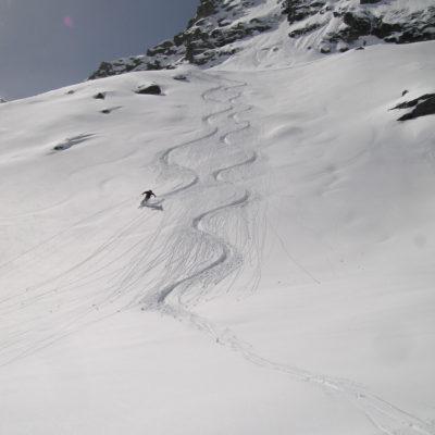Skiing down to Prafleuri