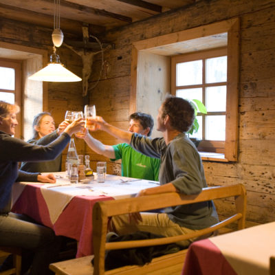 A toast in Sulden photo: Lesley Allen Photo