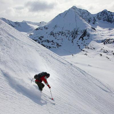 Skiing in the Wrangells, Alaska with Ultima Thule. photo: Reudi Homberger