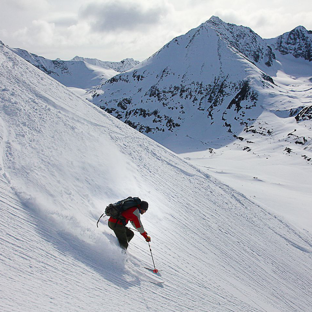 Skiing in the Wrangells, Alaska with Ultima Thule. photo: Reudi Homberger
